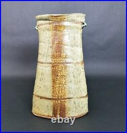 (1) Signed ROBERT BRISCOE Iron Glaze Ceramic Studio Art Pottery Vase