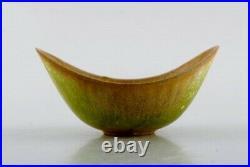 Gunnar Nylund for Rörstrand. Bowl in glazed ceramics. Mid-20th C