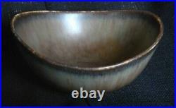 Gunnar Nylund organic form dish for Rorstrand, Swedish studio ceramic