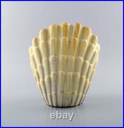 Vicke lindstrand for Upsala-Ekeby. Art deco mussel shaped vase in glazed ceramic