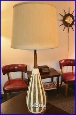 Vintage MCM Ceramic Art Pottery Lamp by Quartite Creative Corp 1960